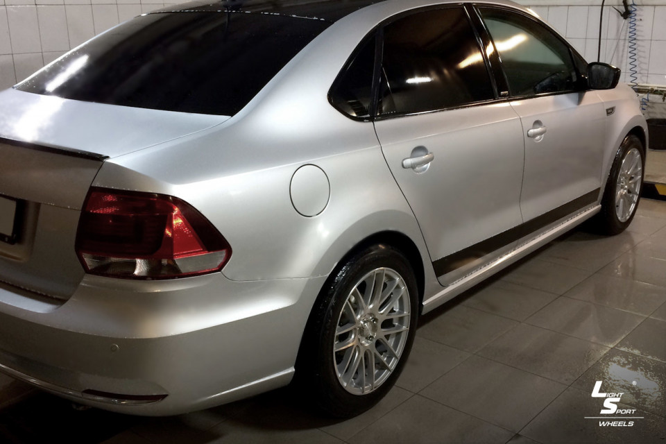 Volkswagen Polo Sedan  на дисках LS 566 - фото 5